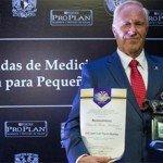 Purina Pro Plan otorga premio al Mérito Académico al Dr. José Luis Payró
