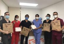 Hooters apoya a personal médico